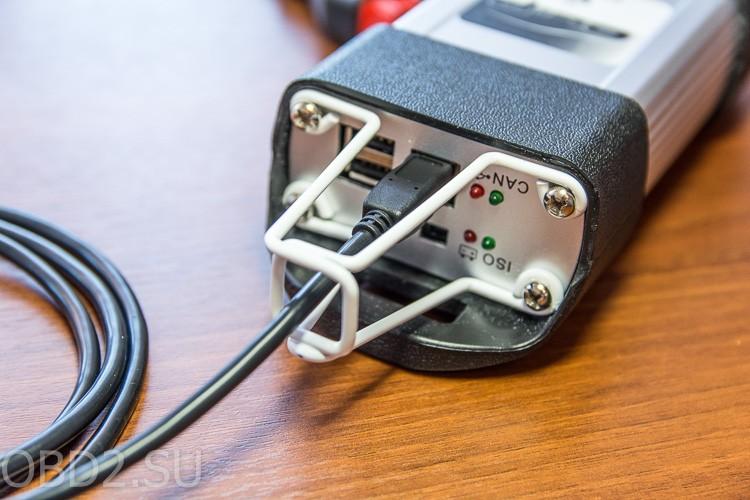 Renault Can Clip специальные проушины для защиты USB кабеля от излома
