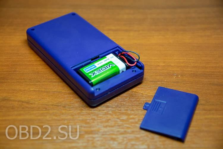 Универсальный тестер транзисторов - батарейный отсек